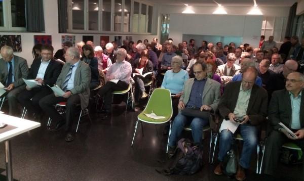 Hoffnungslos überfüllt: Vortragsraum der Pausa-Tonnenhalle