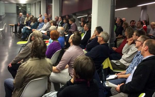 Drei Stunden hochkonzentriert: Mössinger Flowerpower-Publikum.