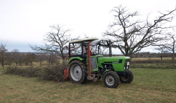 Schnittgut und Traktor