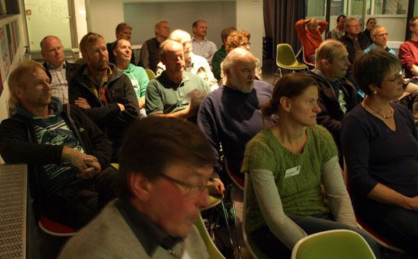 Konzentrierte Zuhörer im Pausa-Vortragsraum